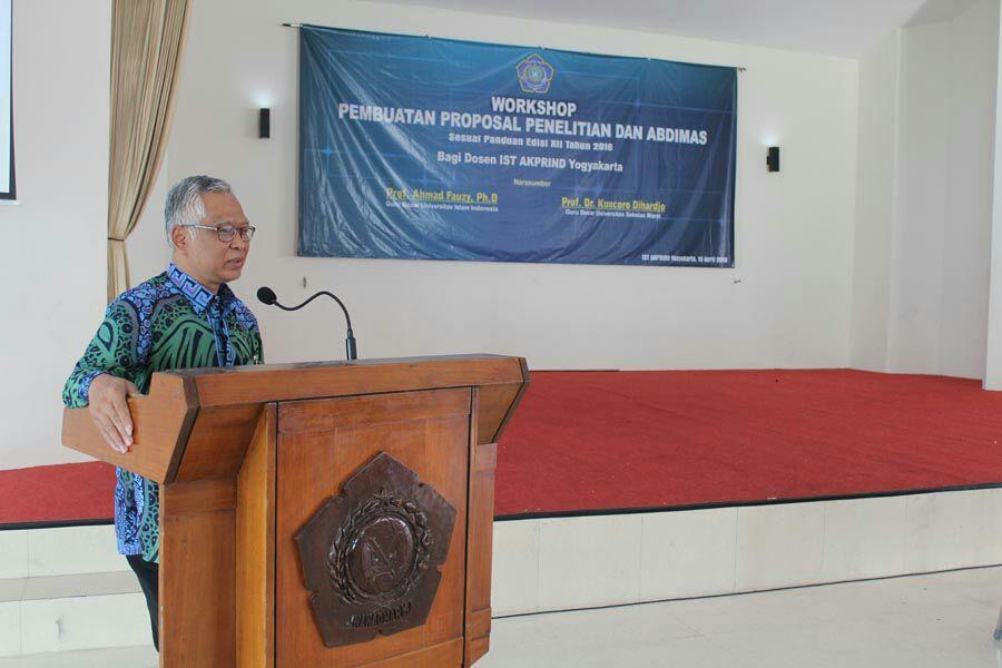 Workshop Pembuatan Proposal Penelitian dan Abdimas