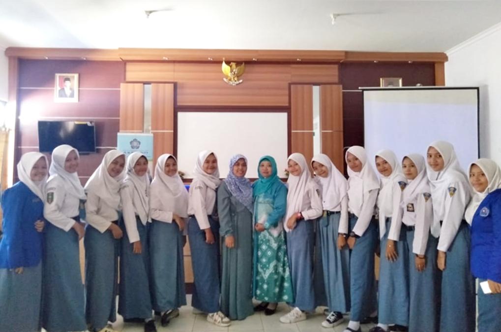 """Dosen IST AKPRIND Menjadi Pembicara Seminar Nasional """"Sukseskan dan Raih Kesuksesan di Era Revolusi Industri 4.0"""" SMK Muhammadiyah Majenang"""